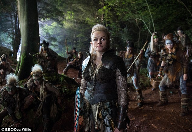 10B2800500000514-3575150-Maxine_Peake_as_fairy_queen_Titania_in_Russell_T_Davies_adaptati-a-2_1462457185294